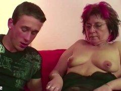 Mutter erwischt Stief-Sohn beim Porno gucken