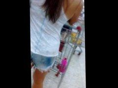 Gata fazendo compras