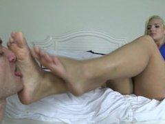 Cali Carter gets her feet Worshiped