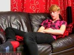 Male models 18 yr old Austin Ellis is a juicy gay man from Birmingham,