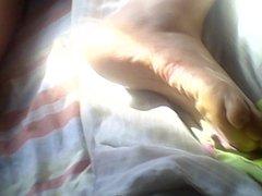 leche en pies de mi mujer durmiendo 6