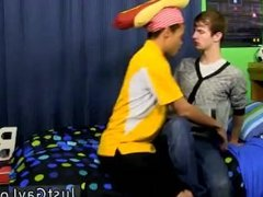 Twink sex Jasper is seductive youthfull twink Robbie over for some fun,