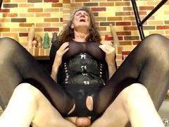 closeup sucking a cock 3