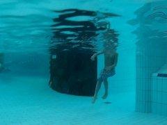 Stunning teen with beautifull ass underwater