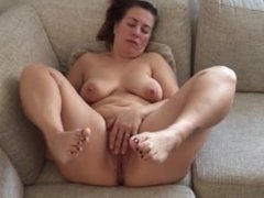 Fatma From AMATEURWIVESXXX.COM rub her fat meaty fleshy mature mom pussy mi