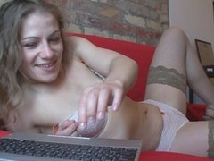 Solo camgirl rubs her tight cunt
