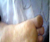 leche en pies de mi mujer durmiendo 8