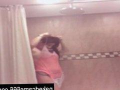 Girl Tease in the Shower - nakedcams666.com
