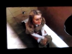 Taylor Schilling on a toilet cum tribute