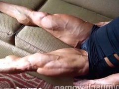 ripped female muscle flexing
