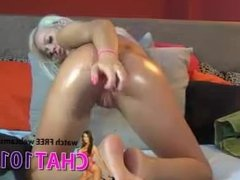 anal  Insatiable Halley fucks herself with a big dildo in a narrow ass and