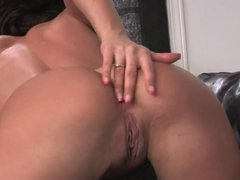 Gorgeous babe with an amazing ass masturbates solo