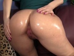 Slut With Fat Oiled Ass Gets The Business HD
