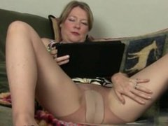 American MILF Lacy at SEXDATEMILF.COM Strips off and Masturbates in