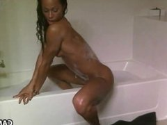 Negra Tesuda Se Masturbando Na Banheira