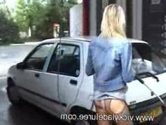 VIKI at a carwash in fossil of a video from when Realplayer ruled the earth