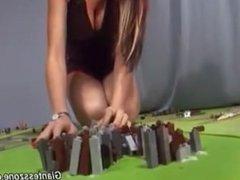 giantess tara 02