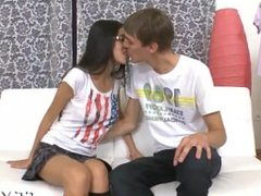 Teen hottie gives a good blowob