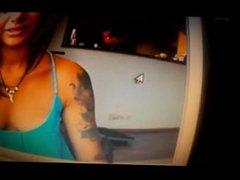 Morena tatuada en webcam