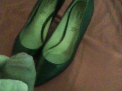 Ihre Schuhe besamt