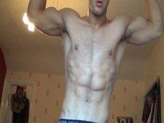 Michael Delaney - Straight UK Bodybuilder teasing