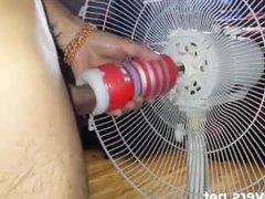 Mechanic Masturbate - Masturbándose con el ventilador