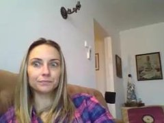 Maria Raluca Rosca din Braila se dezbraca