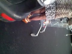 upskirt parking granny en leopard