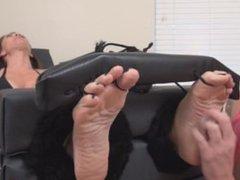 F/F MILF feet tickle torture