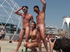 Naked straight guys in the beach Chicos heteros desnudos en la playa