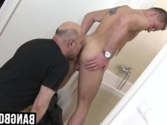 Daddy and young dude exchanging blowjobs between themselves