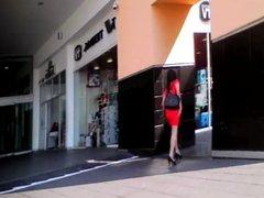 Piernuda En Vestido Rojo