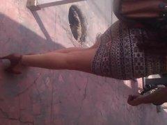 Unas hermosas piernas por la calle.