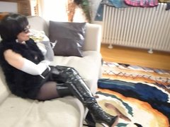 Milf in patent thigh boots takes selfies