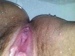 La mia ragazza si lava la figa e i piedi - My GF wash her pussy and feet