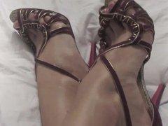 heels in bed , lubu style chalange