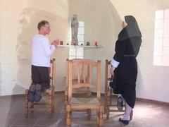 Oldman fucks a sinful nun right in the chapel
