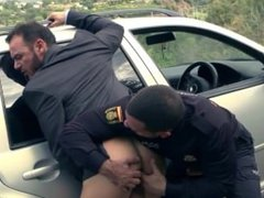 Bodybuilder fucked by a cop For more bareback see www.malemuscleshow.com