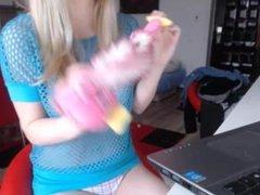 amateur evelyn18 squirting on live webcam - 6cam.biz
