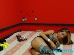 Renata a hot Italian chick on camera!