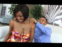 Chino se folla a una hermosa negra