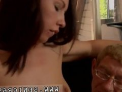 Horny cougar seduces young girl But Anna is decided to keep her job.