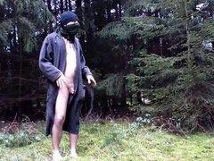 Mijn naakte lichaam buiten in het bos