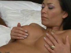 Malezia, une escorte de Montreal se fait venir sur les seins