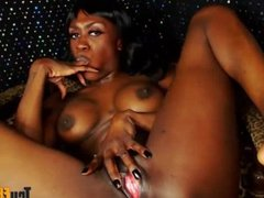 Squirting ebony queen Miss DarkNess