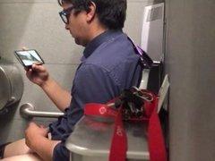 Str8 spy guy in public toilet