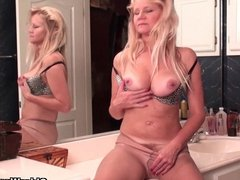 American milfs Lilli and Amanda need orgasmic pleasure