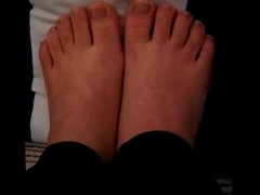 Anna Maria moves her sexy little (size 35) feet (part 3)