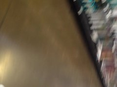 Cum on ass en el super de compras.. hay idiota! jaja