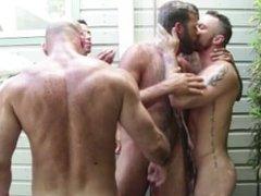 Douche de pisse pour deux mecs